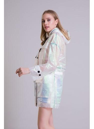GIZIA Teknik Kumaşlı Kapüşonlu Hologram Yağmurluk Renkli